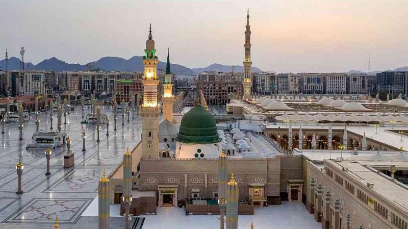 السماح مجددا بالصلاة في المسجد الحرام وزيارة قبر الرسول