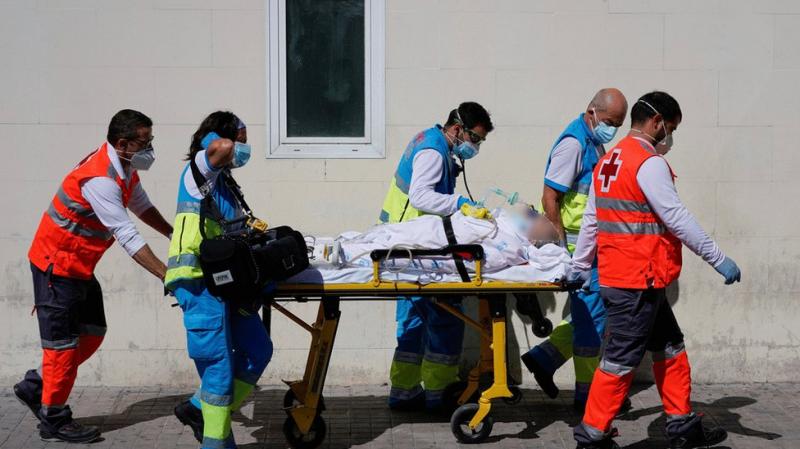 إصابات كورونا في إسبانيا تقارب المليون