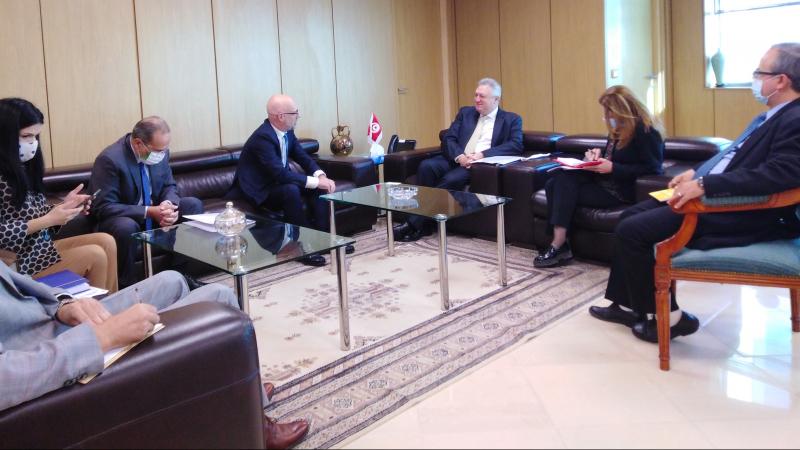 علي الكعلي وسفير إيطاليا بتونس يستعرضان تقدمبرامج التعاون