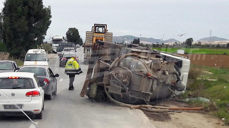 باجة: انقلاب شاحنة ووفاة سائقها على عين المكان