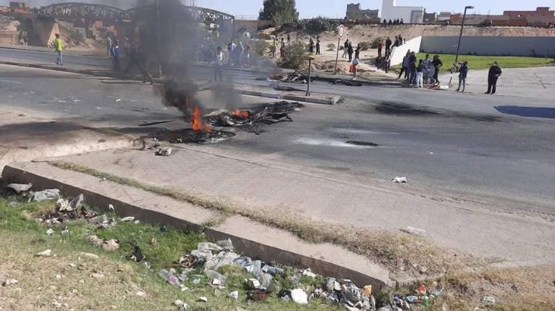 حادثة الكشك في سبيطلة: عائلة الضحية تغلق الطريق
