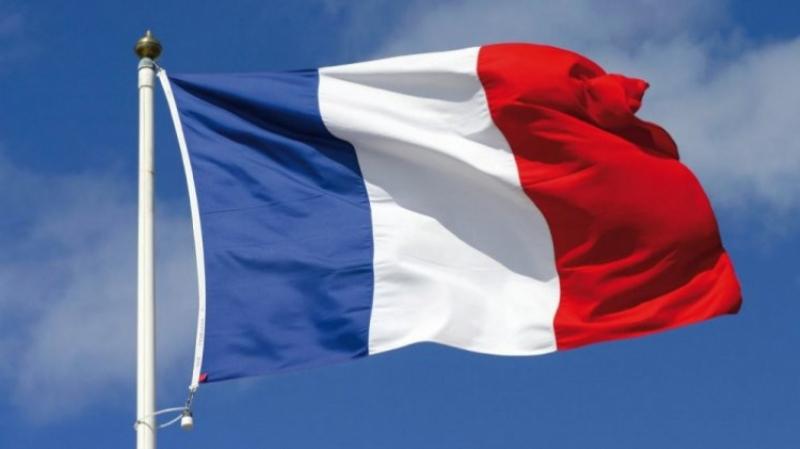 الزهروني: الاحتفاظ بشاب قام بحرق علم فرنسا