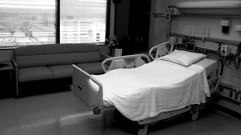 مقداد: طاقة استيعاب المصابين بكورونا في المستشفيات بلغت ذروتها