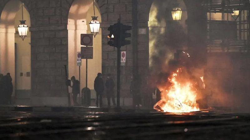 مظاهرات عنيفة في إيطاليا احتجاجا على إجراءات مكافحة كورونا