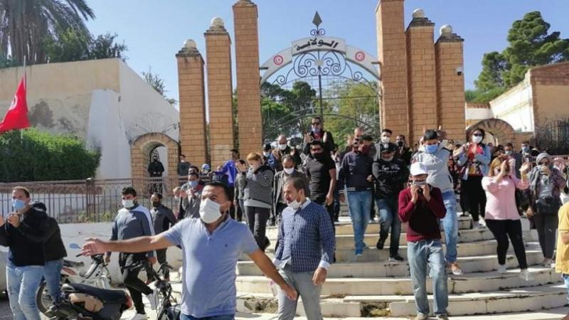 القصرين: نشطاء يتقدمون بشكايتين ضد رئاسة الحكومة
