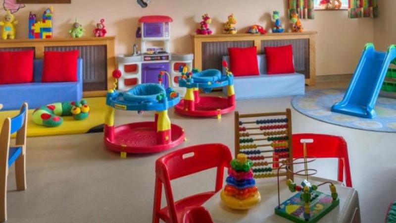 هل ستغلق المحاضن ورياض الأطفال بعد قرارات رئاسة الحكومة؟