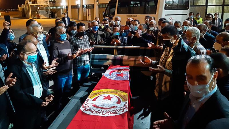 جثمان الفقيد بوعلي المباركي يصل مطار قرطاج