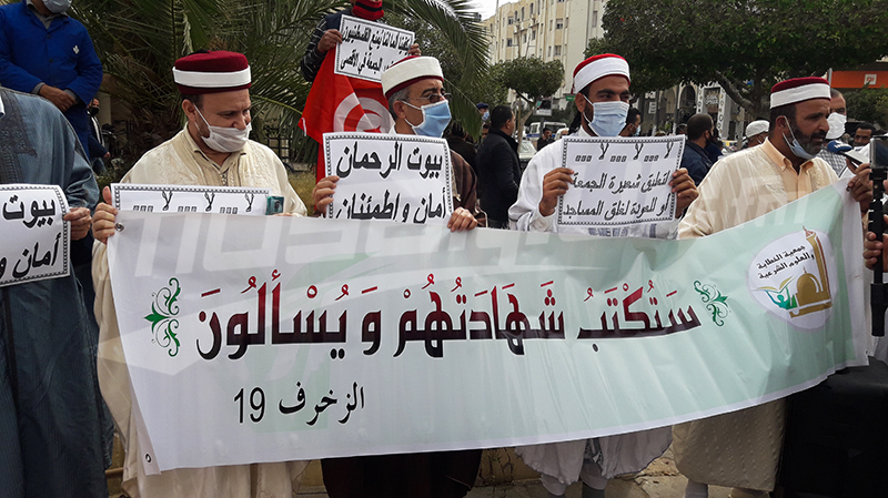 وقفة لأئمة صفاقس إحتجاجا على تعطيل صلاة الجمعة