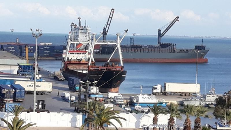 ضبط 11 شاباً بصدد التسلل إلى بواخر راسية بميناء رادس