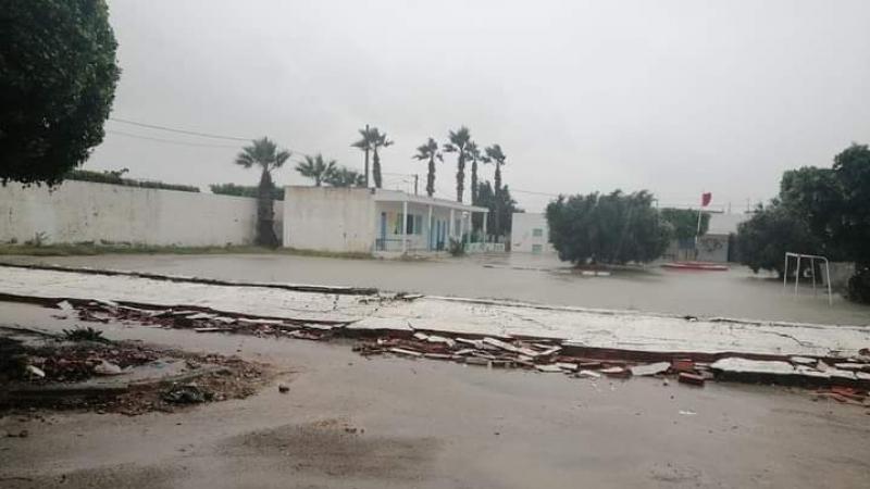 المكنين: الأمطار تتسبب في انهيار سور مدرسة