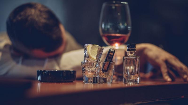 الجزائر: وفاة 5 أشخاص تناولوا محلولا كحوليا فاسدا