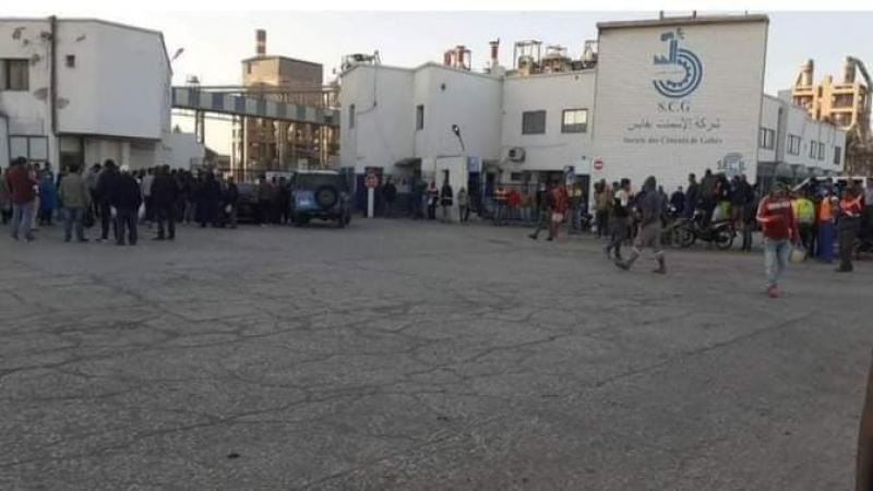 قابس :استىئناف العمل بمعمل الإسمنت بعد إغلاقه من طرف المحتجين