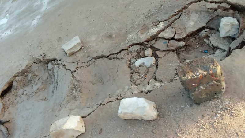 قرمبالية: طريق مدرسي يتحوّل إلى بحيرة طين