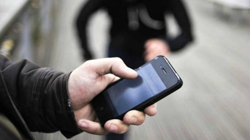 القبض على منحرف نشل هاتفا في شارع قرطاج بالعاصمة
