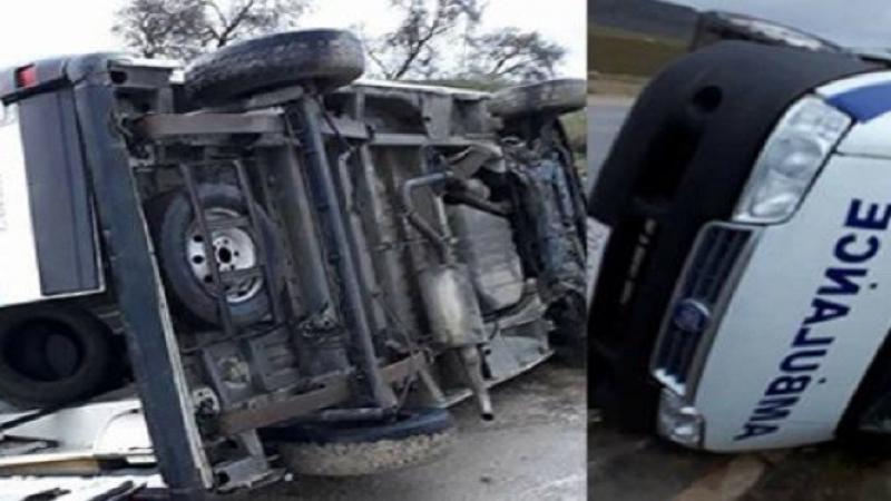 مدنين: انقلاب سيارة إسعاف تقلّ 5 مصابين بكورونا