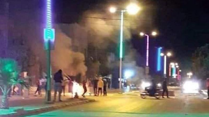 بعد وفاة شاب أضرم النار في جسده: احتجاجات ومواجهات في الرقاب
