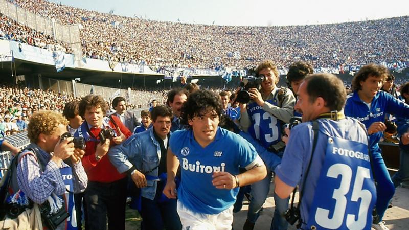 نادي نابولي يطلق اسم مارادونا على ملعبه