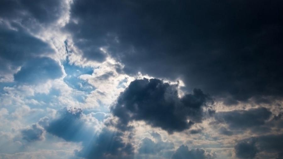 طقس الثلاثاء: سحب كثيفة مع بعض الأمطار