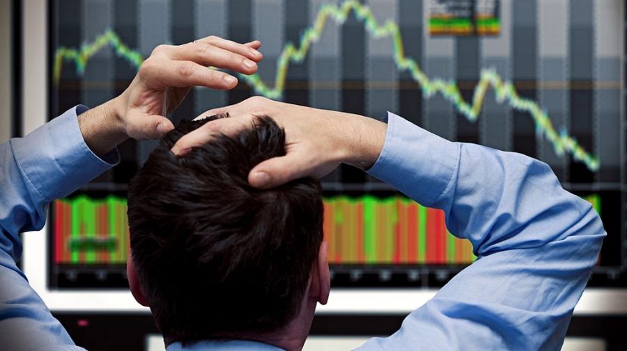 خبراء اقتصاديون: أزمة التحوير ستتسبب في انهيار المنظومة الاقتصادية