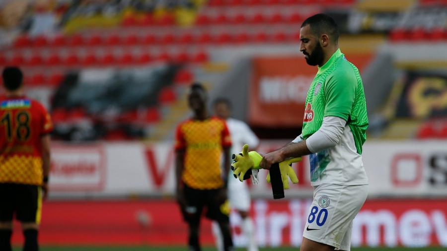 ياسين مرياح ينهي مبارة فريقه ضد غوزتيبي كحارس مرمى