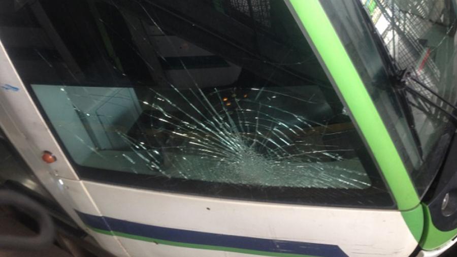 القبض على 3 شبان رشقوا عربات المترو بالحجارة