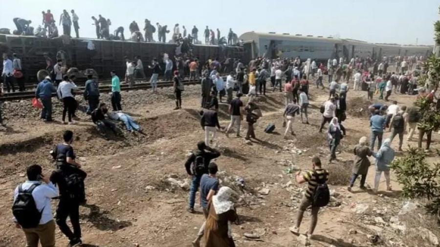 مصر: وهذا قطار آخر يخرج عن السكة ليخلّف قتلى وجرحى
