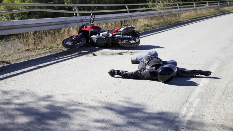 القيروان: وفاة شاب وإصابة مرافقه في سباق للدراجات النارية