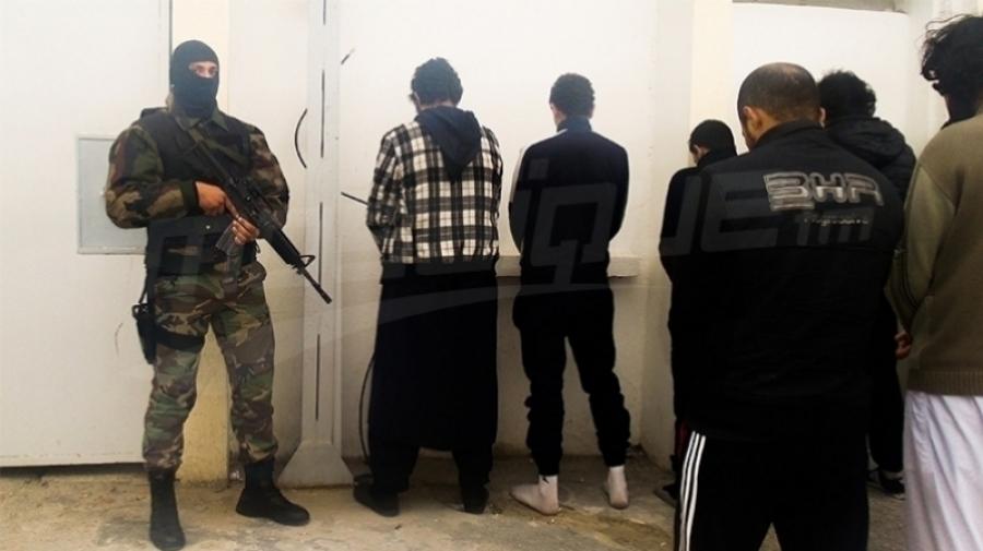الكاف: القبض على 14 متشددا داخل منزل في حي شعبي