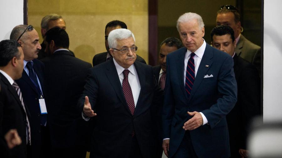 محمود عباس يتلقى اتصالاً هاتفياً من بايدن