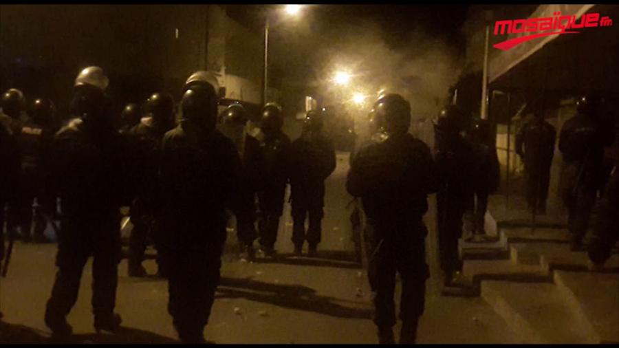 تجدد المواجهات بين شبان وأعوان الأمن بسيدي حسين السيجومي