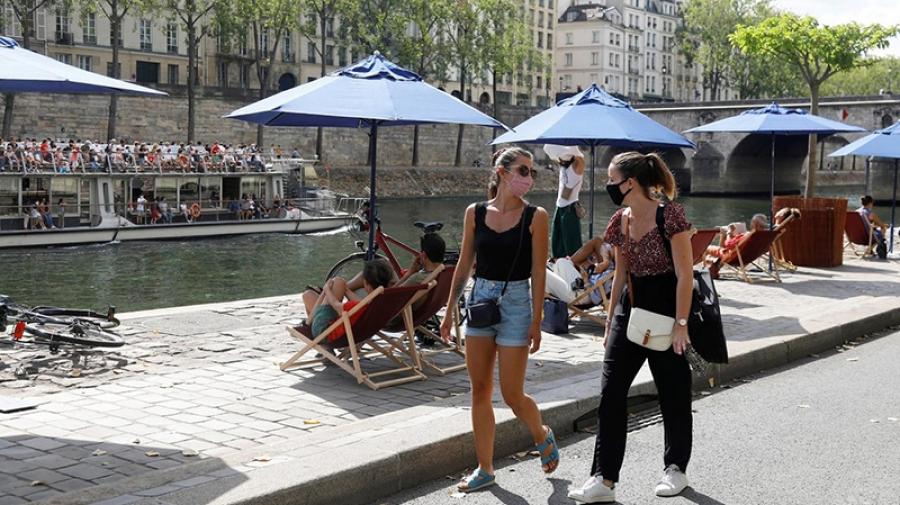 فرنسا تلغي إلزامية ارتداء الكمامات في الشارع
