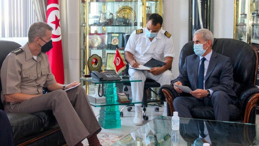 وزير الدفاع الوطني يستقبل رئيس مكتب الحرس الوطني الأمريكي