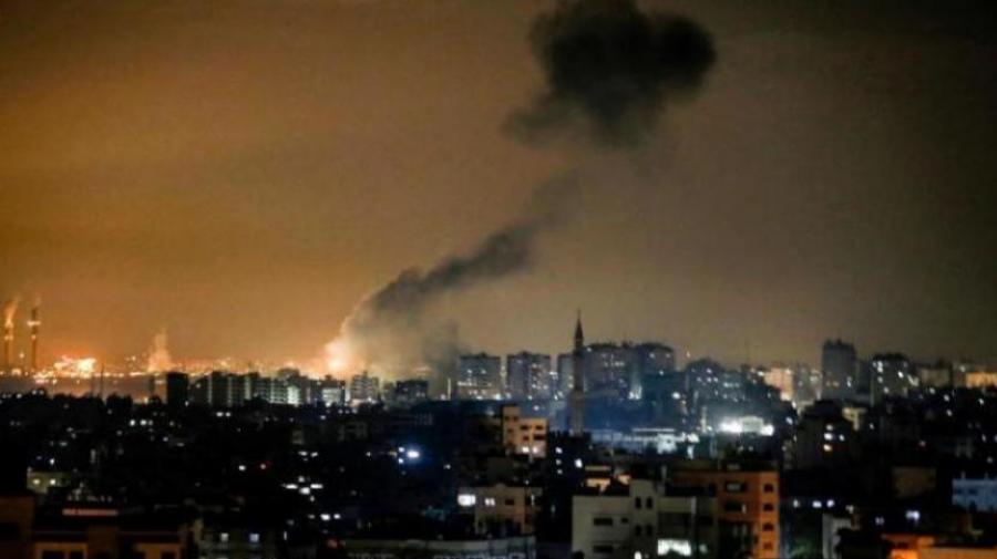 جيش الإحتلال يشنّ غارات جوية على غزة