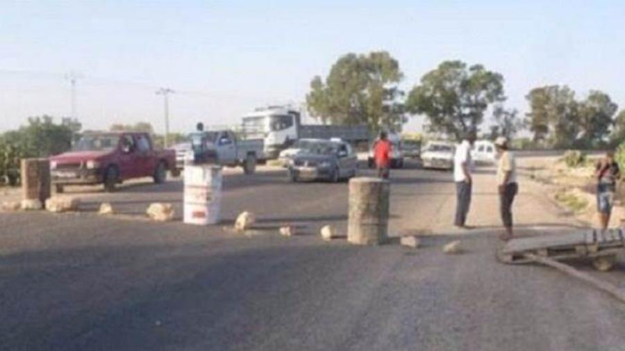 القيروان:أهالي عين جلولة يغلقون الطريق احتجاجا على غياب الخدمات الصحية
