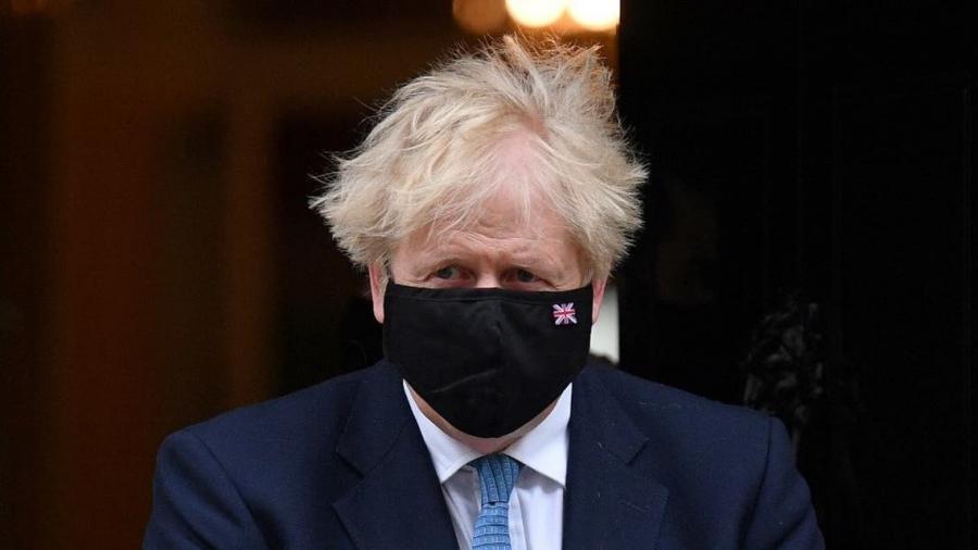 رئيس وزراء بريطانيا: 'تعلّموا التعايش مع كورونا..'