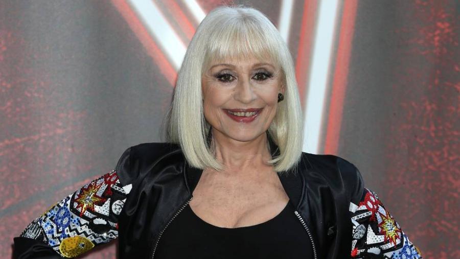 وفاة المغنية الإيطالية رافائيلا كارا