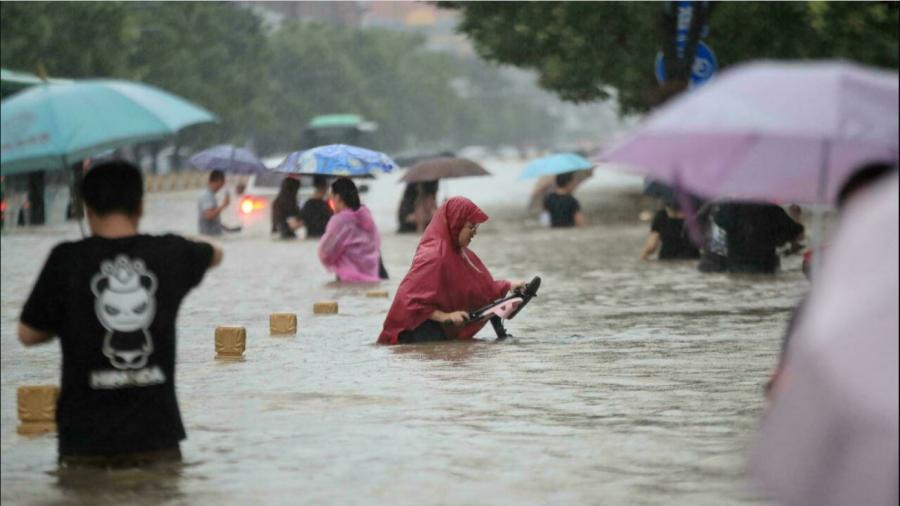 إجلاء 200 ألف شخص من مدينة تشهد فيضانات وسط الصين
