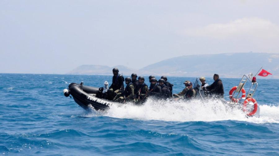 جيش البحر ينقذ 17 تونسيّا عرض البحر