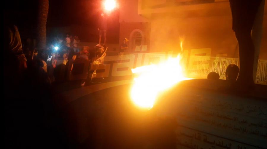 قابس: اقتحام مقر الدستوري الحر وحرق بعض الوثائق