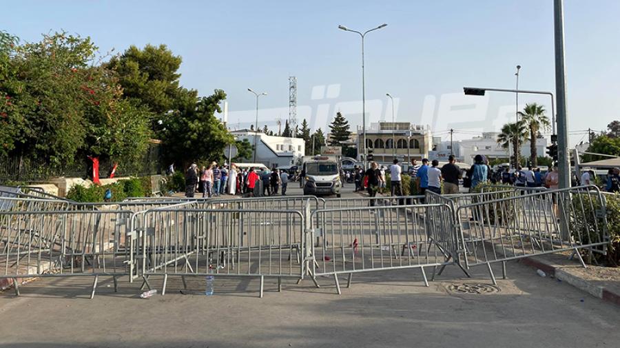 انسحاب أنصار حركة النهضة من أمام البرلمان