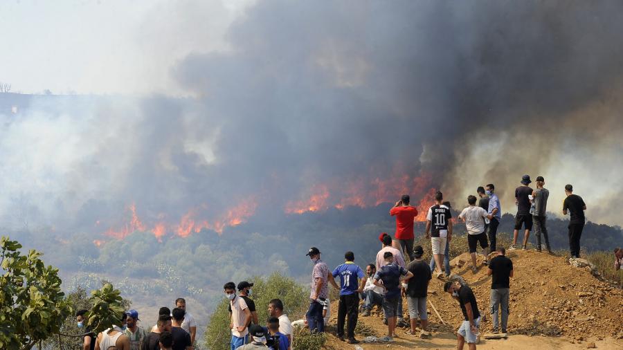 حرائق ''مُفاجئة'' في الجزائر