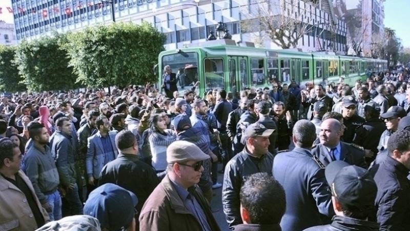 Baisse du nombre de grèves dans les secteurs public et privé