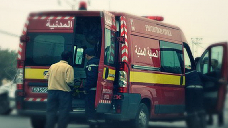 Beja: la protection civile tente de dégager un bus scolaire
