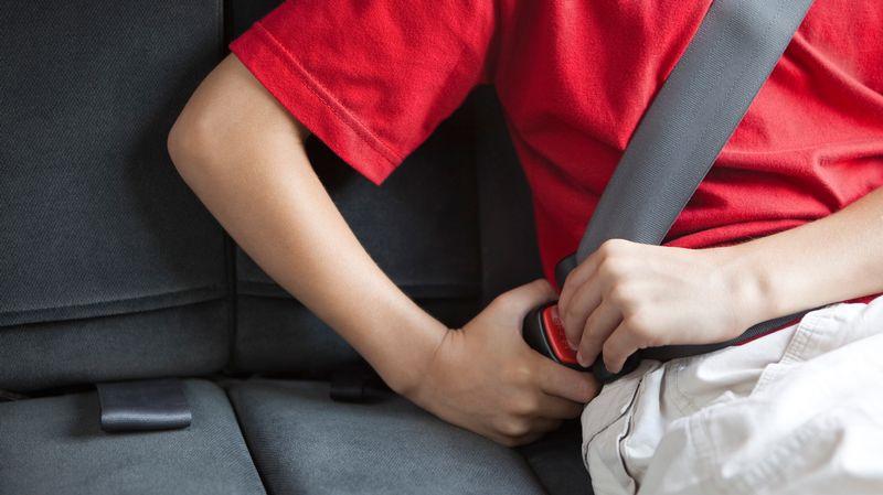 Le port de la ceinture l 39 arri re des voitures d sormais obligatoire - Port de la ceinture obligatoire ...