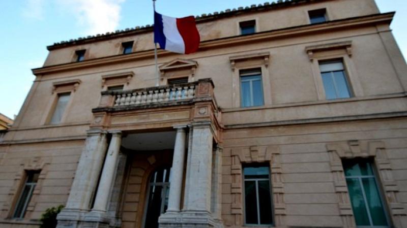 Délégation diplomatique française armée: L'ambassade clarifie