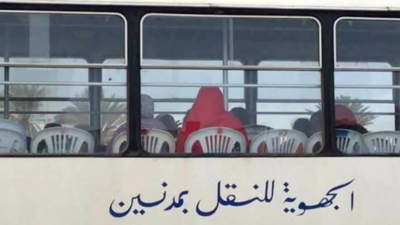 Des chaises en plastique dans un bus de la SRT Medenine