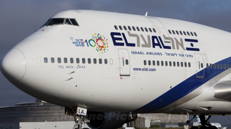 Des juifs provoquent un tollé dans un avion et frappent l'hôtesse