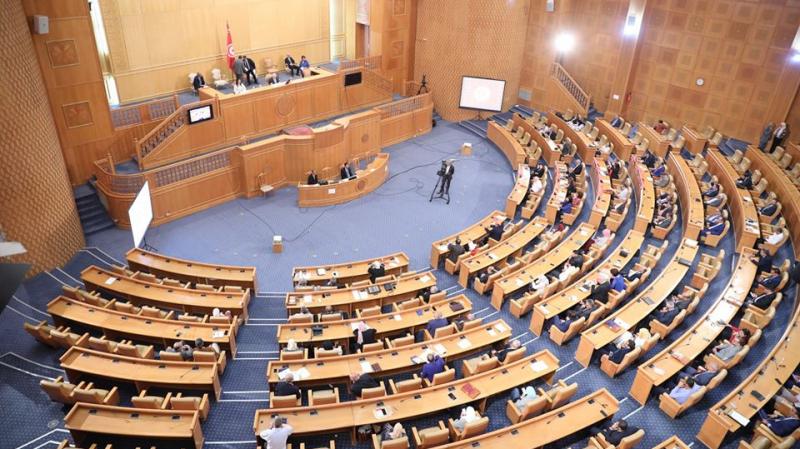 Elyes Fakhfakh demande le retrait d'un nombre de projets de loi