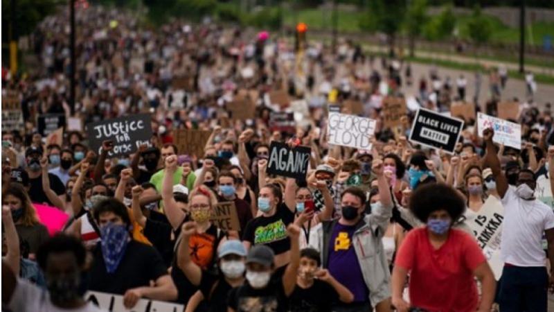 Etats-Unis: Les manifestations défient les menaces de Trump