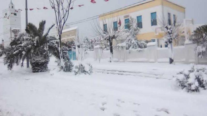 Il neige sur les montagnes de Makther